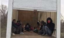 Заловиха нелегални мигранти и каналджии край границата